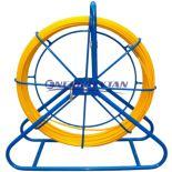 System do wciągania, przepychania kabli i przewodów, oraz czyszczenia kanalizacji z prętem z włókna szklanego umieszczona na stojaku bocznym lub czołowym WSZ-4,5/20